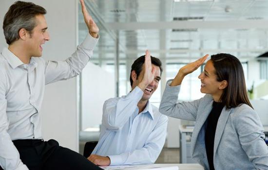 男同事喜欢你的表现  教你看穿他的心意