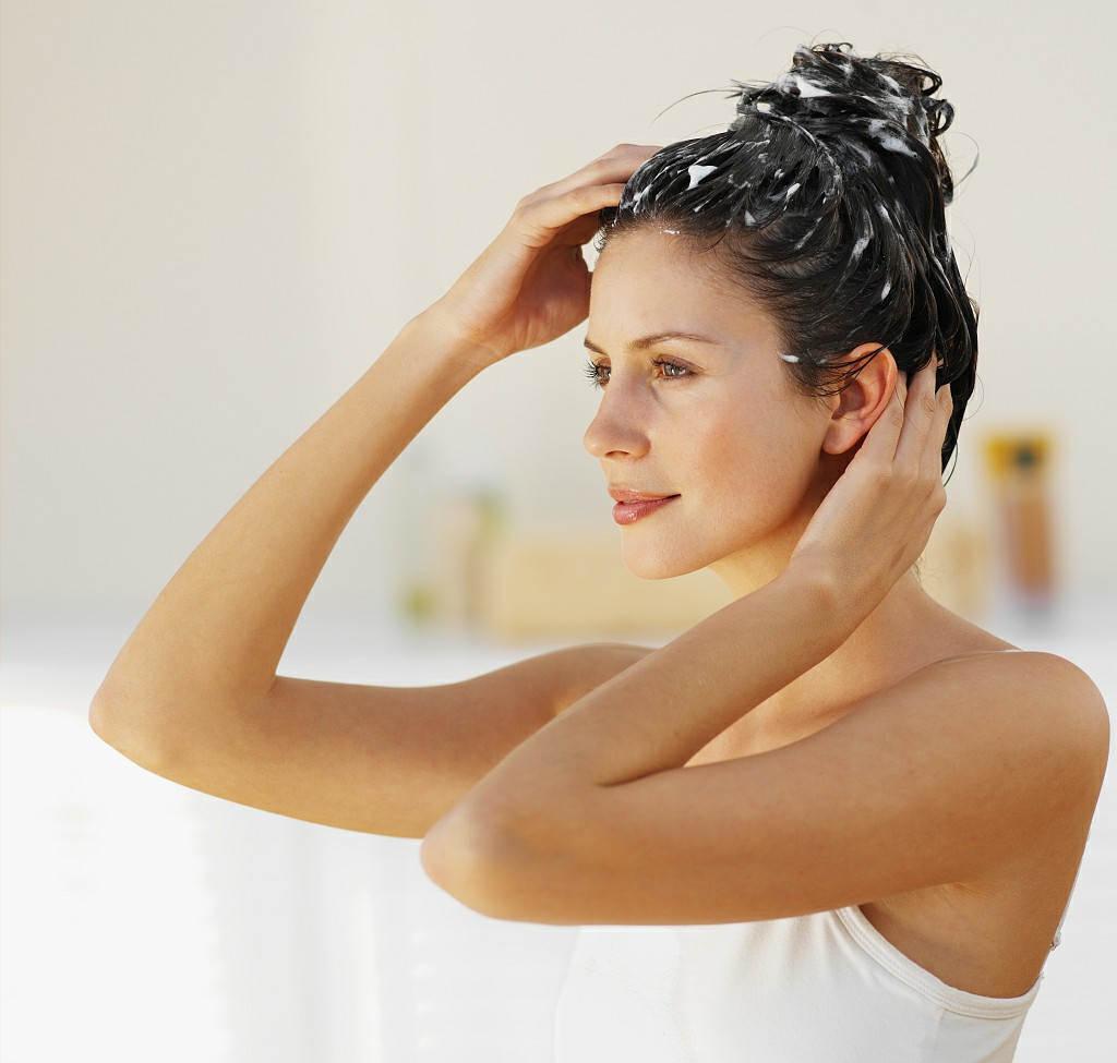 椰子油如何护发(怎么使用详细步骤)