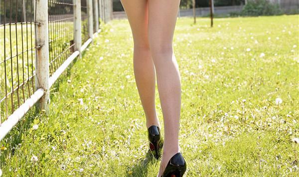 为什么夏天身边穿连裤袜的女生这么多?看完秒懂!